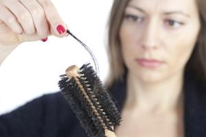 female-hair-loss-comb