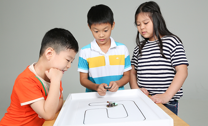 duino kids coding students wink micro robot